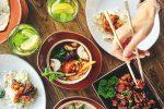 Italiani sempre di corsa, ricerca spiega: dedicano solo un'ora per cucinare e mangiare