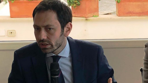 Giuseppe Provenzano, Ruggero Razza, Sicilia, Politica