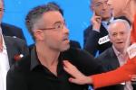 Uomini e donne, concorrente preso a schiaffi durante la puntata: il video