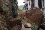 Maltempo, smottamenti e massi caduti vicino le case: le foto da Gangi