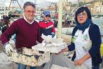 Sciacca, porto liberato dai rifiuti: i volontari recuperano 4 tonnellate di spazzatura