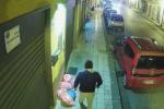 Rifiuti in fiamme nel Messinese, caccia al piromane: beccato dalle telecamere