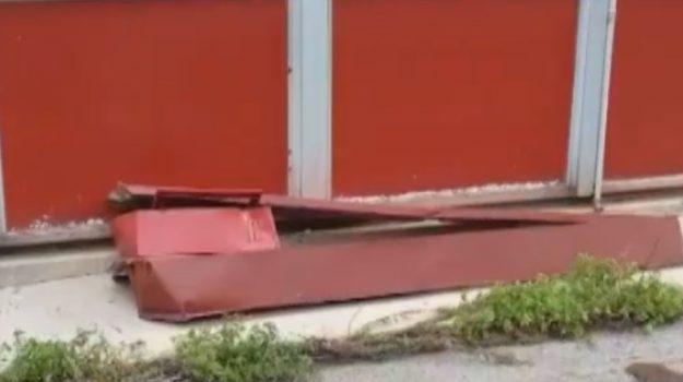 Forte vento, danni a Palermo: crolla tetto alla scuola Einaudi