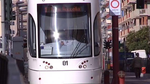 aggressione tram, tram palermo, vigilantes tram, Palermo, Cronaca