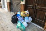 Tour fra le strade piene di rifiuti a Palermo: le foto da Bonagia a via Resuttana