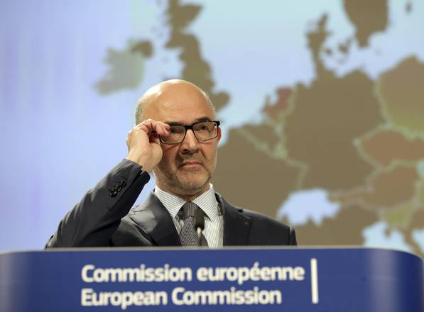 Manovra, Moscovici all'Italia: