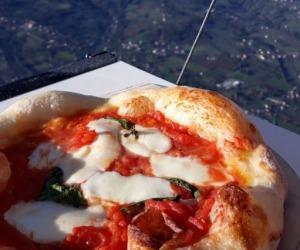 Pizza, il 52% degli italiani la preferisce a pranzo