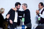 Via all'Assemblea nazionale del Pd: Martina lascia, Matteo Renzi assente