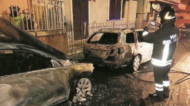 auto in fiamme pozzallo, Ragusa, Cronaca