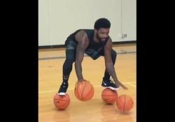 Kyrie Irving, giocatore dei Boston Celtics, è stato filmato mentre eseguiva un esercizio ai limiti del possibile