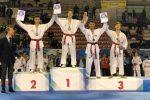 Massimo Giordano (primo da sinistra) sul podio con gli altri atleti premiati