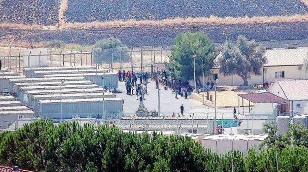 centro profughi pian del lago, lavoratori coop, Giovanna Caruso, Caltanissetta, Cronaca