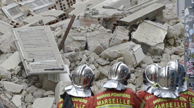 crollo palazzi marsiglia, Sicilia, Mondo