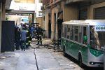 Incendio in un deposito di biciclette in via Val di Mazara a Palermo: ecco le immagini
