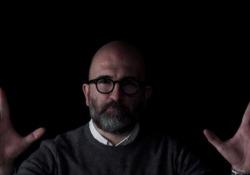 Lo scrittore dialoga con i lettori in attesa dell'uscita de «Il gioco del suggeritore» (Longanesi)