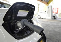 In Italia 7.560 auto elettriche (+31,6%), primato a Roma