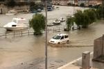 Maltempo, esonda un fiume a Mazara del Vallo: città allagata, gente sui tetti