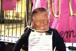 Palermo, protesta l'Assemblea contro violenza sulle donne: impiccato fantoccio di Trump