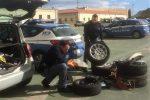 Palermo, sorpresi a rubare copertoni e gomme di un'auto: arrestati alla Zisa