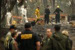 La California devastata dagli incendi, bilancio tragico: 63 morti e 600 dispersi