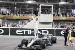 Gp Abu Dhabi, nel giorno dell'addio di Alonso vince Hamilton davanti a Vettel