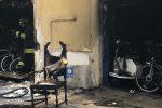 Incendio in un deposito di biciclette in via Val di Mazara a Palermo