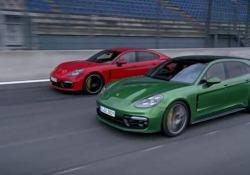 Sui cordoli del circuito del Bahrain con la supercar Porsche