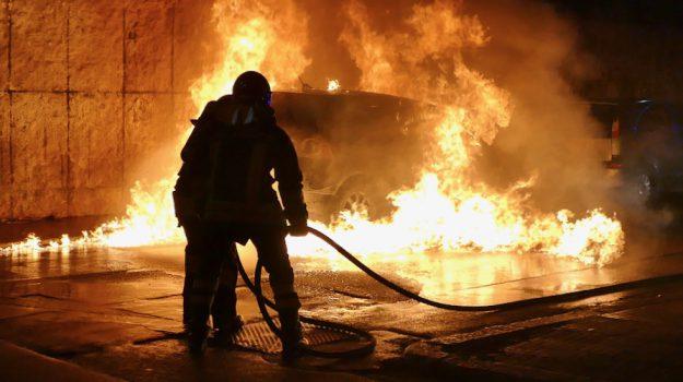 auto a fuoco gela, Caltanissetta, Cronaca