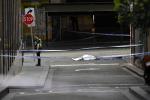 Attacco a Melbourne, tre persone accoltellate in strada: una vittima, morto anche l'aggressore