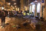 Incidente nel centro storico di Modica, auto si schianta contro vetrine e mezzi in sosta