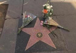 Diversi fan gli hanno reso omaggio travestendosi come i suoi supereroi