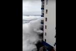 Maltempo, mareggiata travolge un palazzo a Tenerife: il video dell'onda anomala