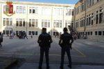 Spaccio di droga davanti una scuola, genero e suocera arrestati a Messina