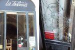 Tentano furto in un pub sfondando la vetrata, due arresti a Catania