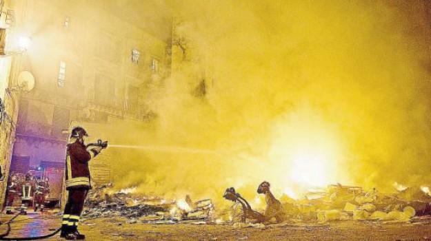 incendio rifiuti Caltanissetta, rifiuti incendio Misteci, Caltanissetta, Cronaca