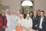 Suor Augusta compie 90 anni: la città di Licata le dona una torta