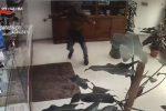 Entra armato di coltello in una tabaccheria di Canicattì, arrestato