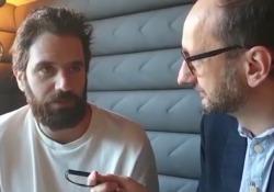 Thegiornalisti, Tommaso Paradiso: «In tour mi commuovo cantando la canzone sul padre che non ho conosciuto»