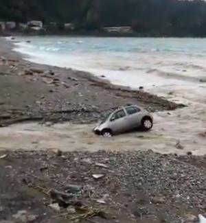 Maltempo in provincia di Messina, esonda un torrente tra Taormina e Giardini