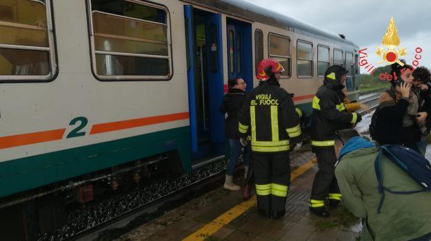Maltempo, treno crotone, Sicilia, Cronaca