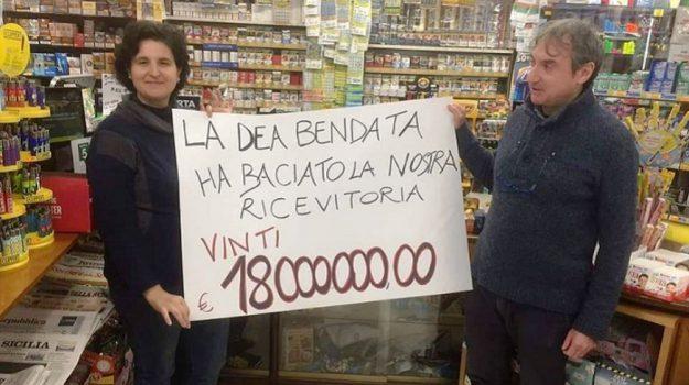 La tabaccheria Muscato celebra la vincita, foto madoniepress.it