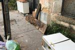 Palermo, rifiuti abbandonati sul marciapiede di viale Crocerossa e via dei Leoni: le foto