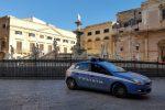 Ruba denaro e una collana d'oro ad un passante a Palermo, arrestato