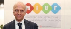 """Scuola, """"Al Sud non servono fondi ma più impegno"""": bufera sul ministro Bussetti"""
