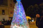 Realizzato con 3 mila bottiglie di plastica riciclate, a Lampedusa l'albero di Natale è... ecologico