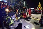 Tragedia in una discoteca nell'Anconetano, 5 giovani e una mamma muoiono nella calca: le foto