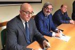 Da sinistra, Michele Sorbera, direttore di Confesercenti Sicilia; Nunzio Reina, responsabile Area Produzione e Toni Oneto, presidente Assoacconciatori
