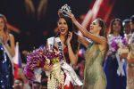 È filippina la nuova Miss Universo: le foto del trionfo di Catriona Gray