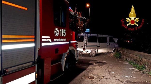 concessionaria auto, incendio, Mazara del Vallo, Trapani, Cronaca