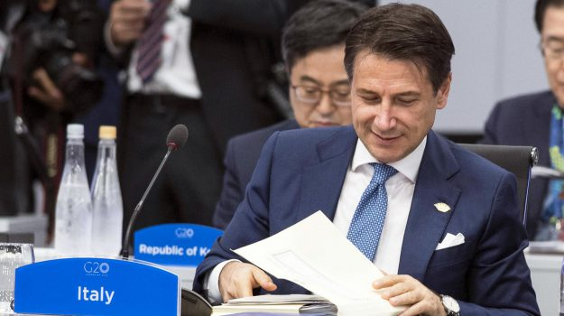 manovra, Giuseppe Conte, Jean Claude Juncker, Sicilia, Politica